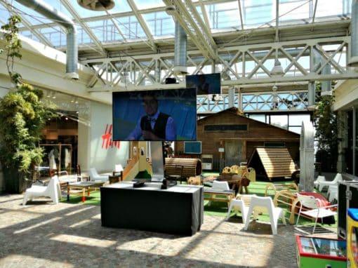 Installazione temporanea monitor centro commerciale